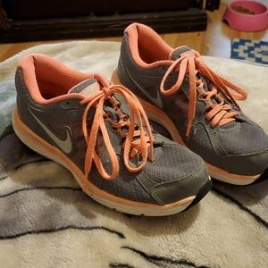 Size 7 nike athletic shoes